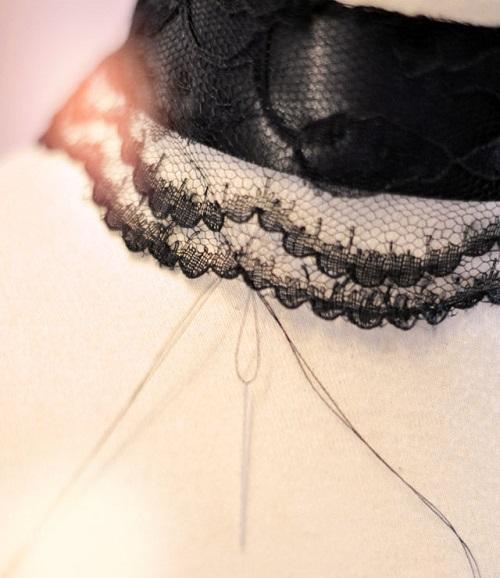 Украшение на шею своими рукаи - кружевное уркашение на шею