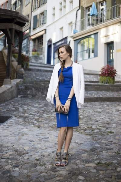 blue-zara-dress-white-sandro-blazer-black-zara-bag-black-zara-heels_400