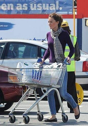 Kate-Middleton-Grocery-Shopping-Pictures