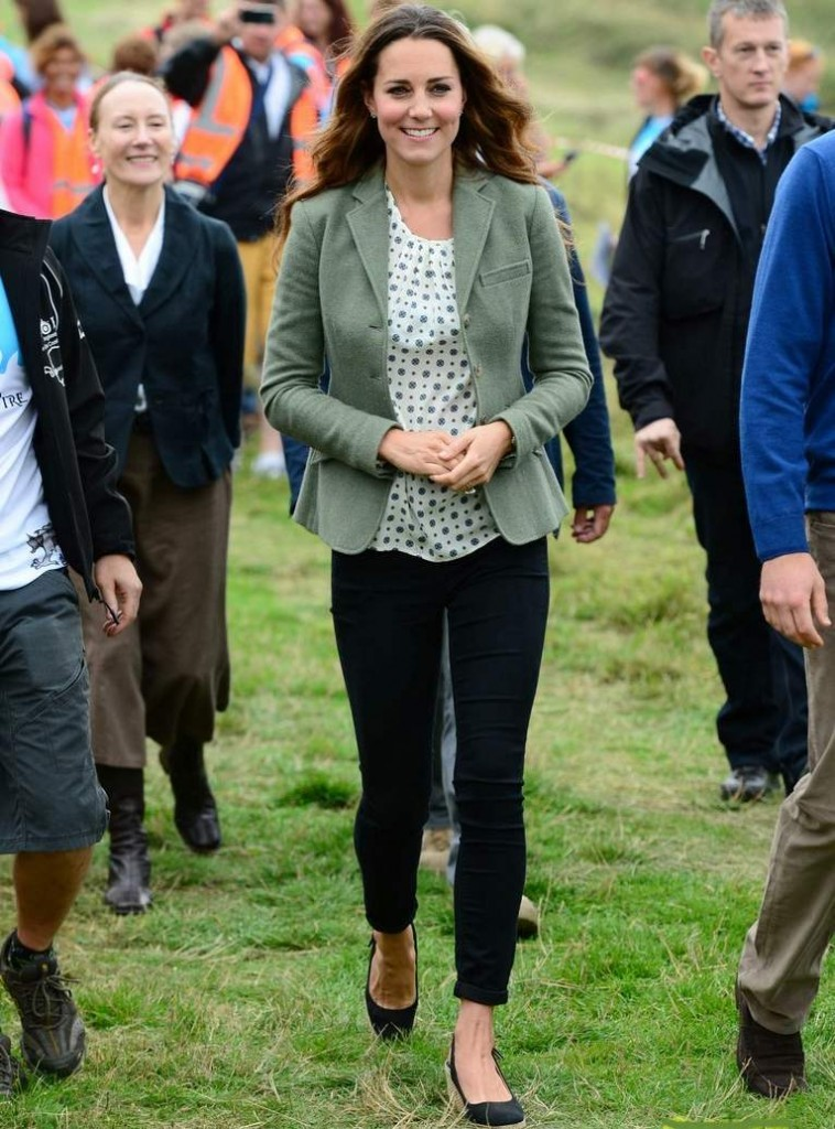 kate-middleton-post-baby-appearance-with-prince-william-06