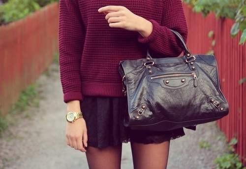 Вишневый цвет в одежде фото  бордовый свитер
