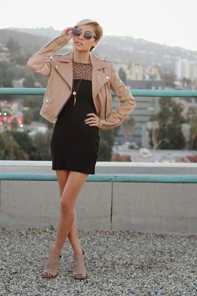 с чем носить кожаную бежевую куртку - платье - фото