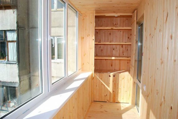 Оформление балкона вагонкой