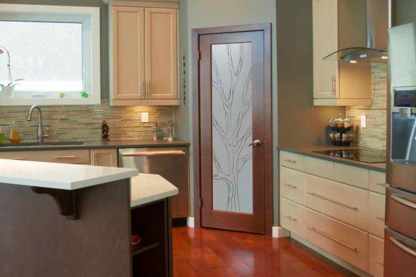 Изолированная кухня. Нужна дверь или нет?