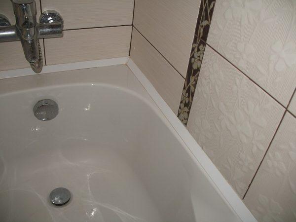 зазор в ванной