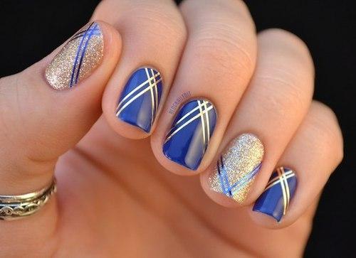 Идеи новогоднего маникюра - полоски на ногтях