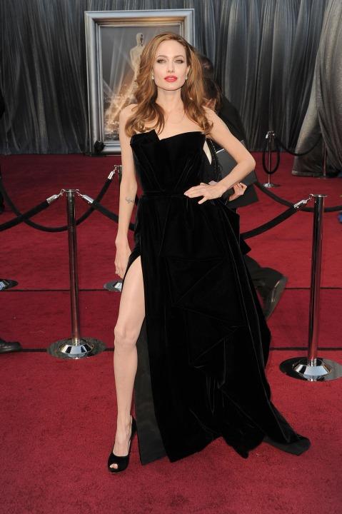 15 лучших платьев года Анджелина Джоли в Versace