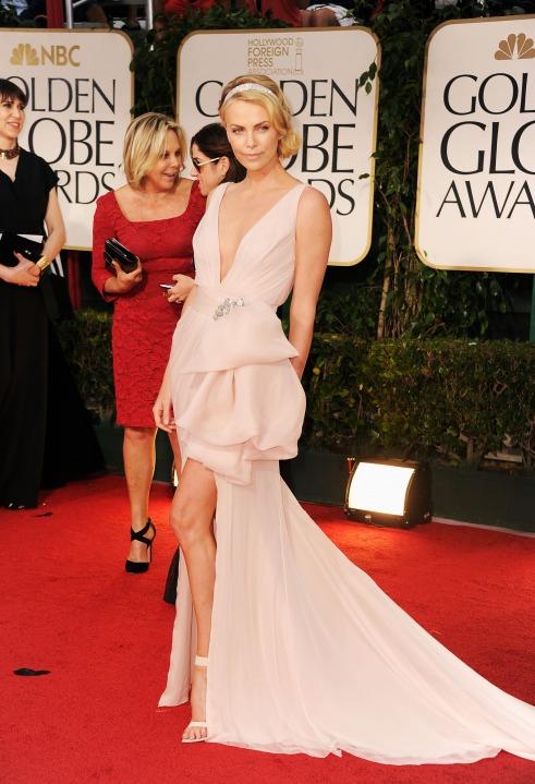 15 лучших платьев года Шарлиз Терон в Christian Dior