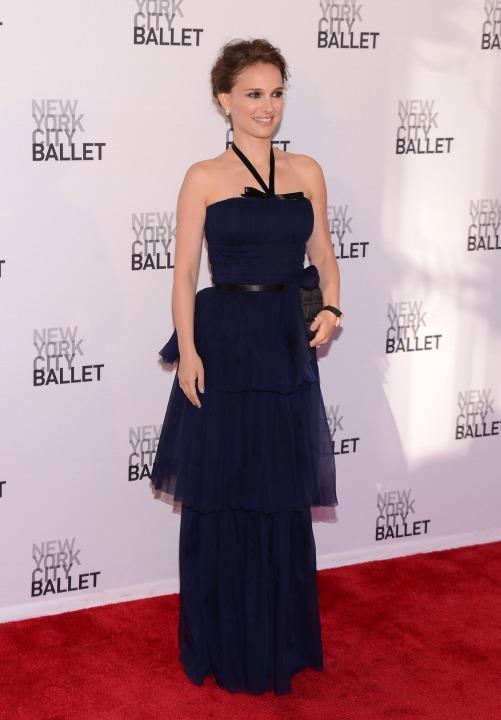 15 лучших платьев года Натали Портман в Christian Dior