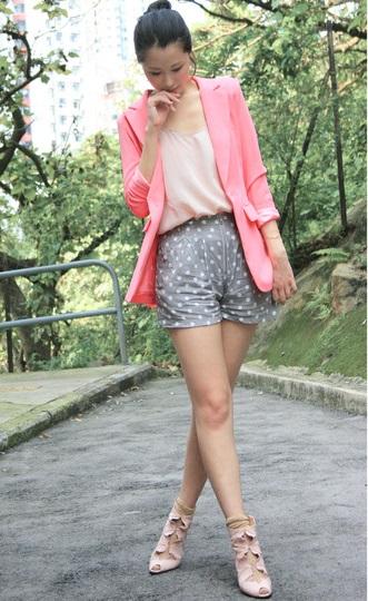 Розовый пиджак - фото уличная мода