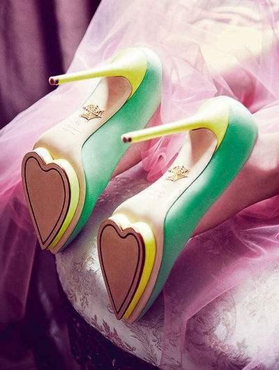 Зелёные туфли на высоком каблуке фото