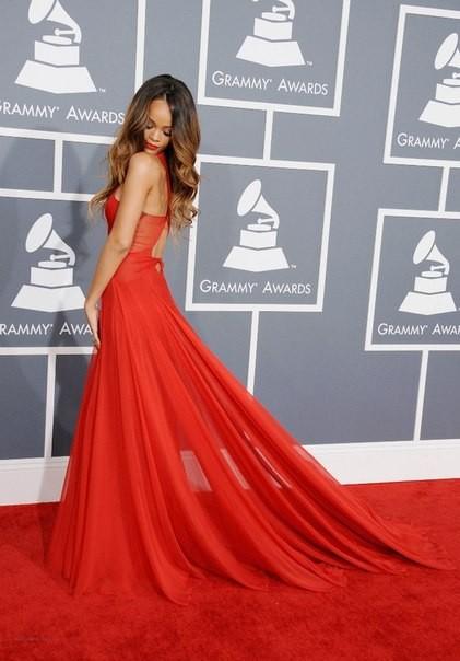 Красное платье Рианна 2013 фото - Грэмми Grammy