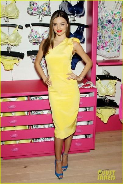 Звездный стиль миранда керр в желтом платье фото