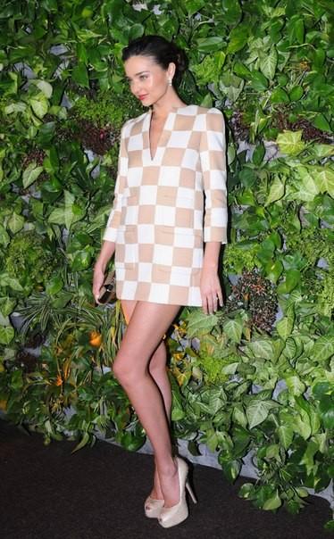 Звездный стиль миранда керр в платье фото