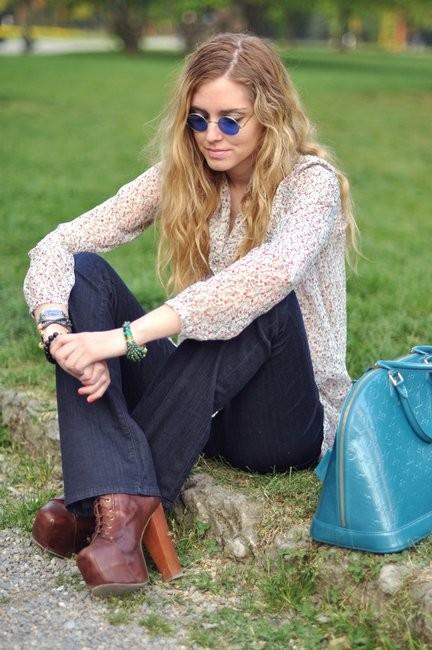 Модный блогер сумкой Louis Vuitton Alma Альма фото