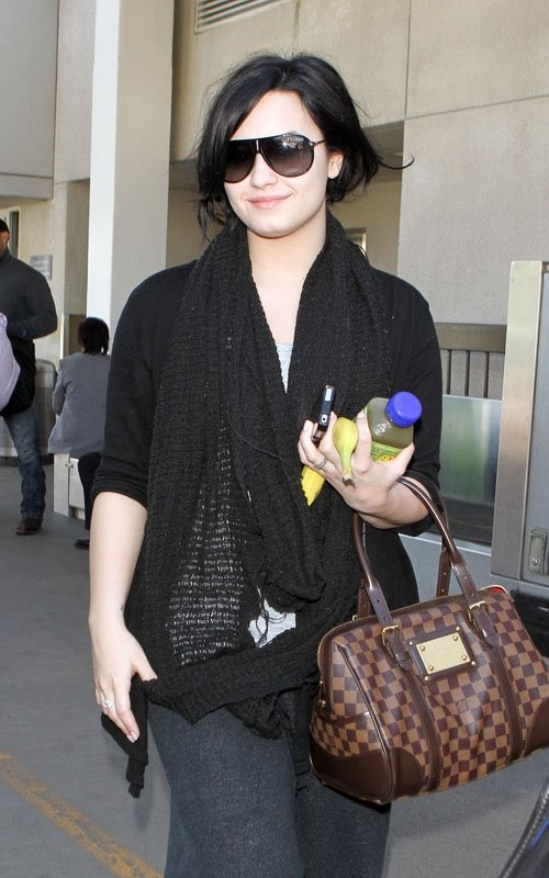 Звезды с сумками Louis Vuitton Деми Ловато