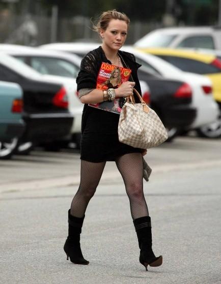 Звезды с сумками Louis Vuitton - Хилари Дафф