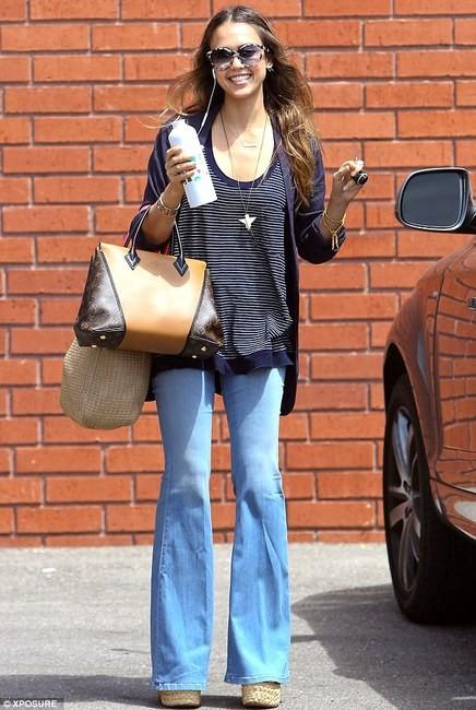 Звезды с сумками Louis Vuitton Джессика Альба