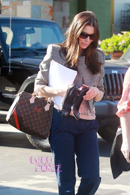 Звезды с сумками Louis Vuitton Джессика Бил