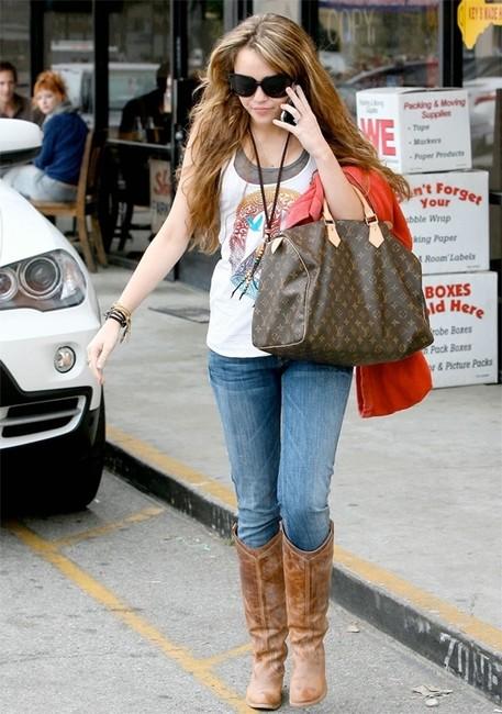 Звезды с сумками Louis Vuitton - Майли Сайрус
