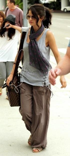 Звезды с сумками Louis Vuitton Селена Гомез