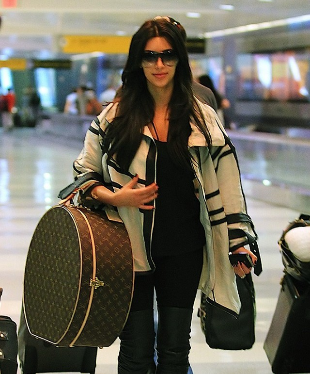 Звезды с сумками Louis Vuitton Ким Кардашьян