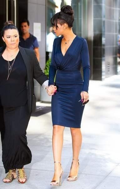 стиль рианны 2012 фото - синее платье карандаш