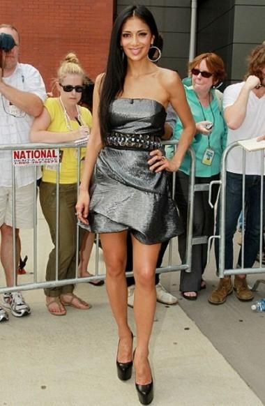 Звездный стиль одежды Николь Шерзингер фото