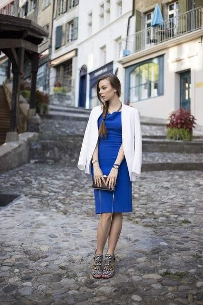 blue-zara-dress-white-sandro-blazer-black-zara-bag-black-zara-heels_400