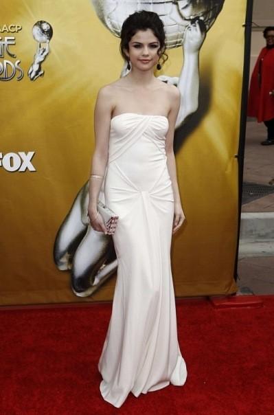 Селена Гомес в длинном платье