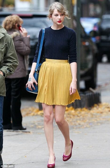 С чем носить юбку – плиссе, фото и видео