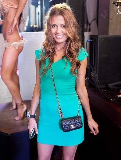 Зеленое платье Виктории Боня фото