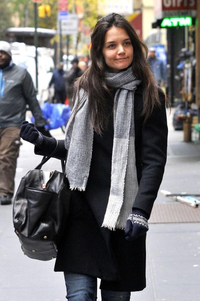 Знаменитости в шарфах фото Кэти Холмс