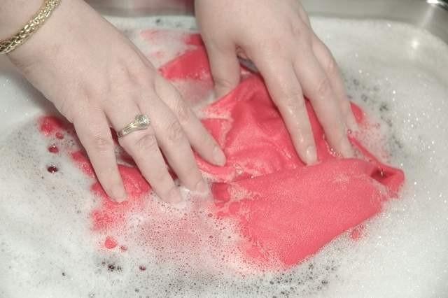как ухаживать за шелком - стирать руками
