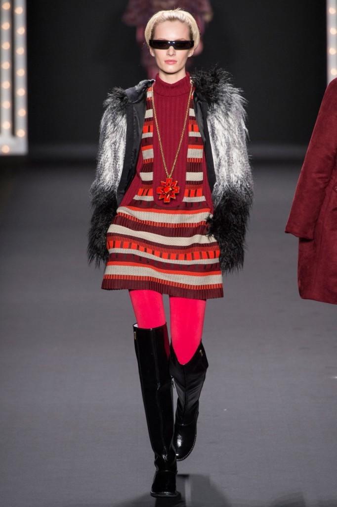 С чем носить вишневый цвет 2013 Anna Sui