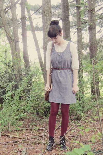 black-ankle-thrifted-boots-violet-chambray-thrifted-dress-maroon-asos-tights_400