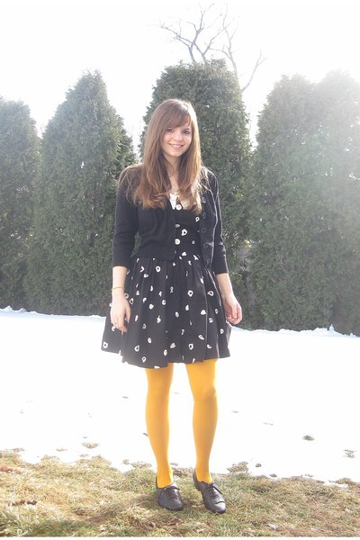 black-robbie-bee-dress-black-take-out-sweater-yellow-gap-tights-black-ange_400