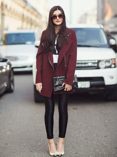 Вишневый цвет в одежде фото - бордовое пальто