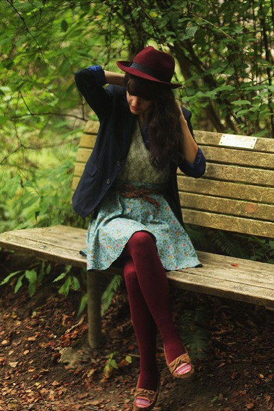 maroon-hat-navy-pinstripe-blazer-lime-green-floral-shirt-maroon-tights_400 (1)