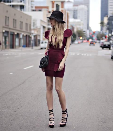 Вишневый цвет в одежде фото  бордовое платье