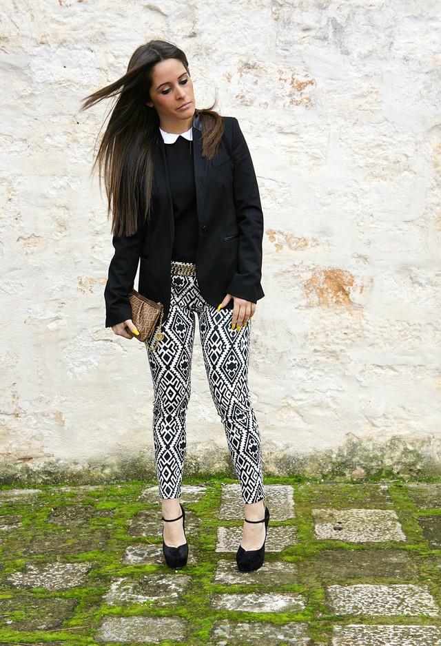 как можно носить брюки с черно белым принтом