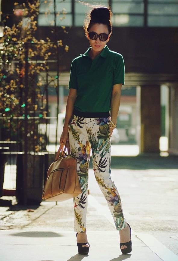 С чем носить брюки с ярким принтом