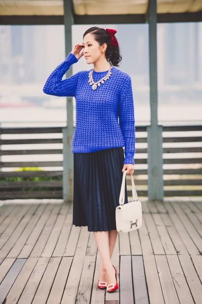 blue-chucky-knit-acne-sweater-white-constance-bag-hermes-bag_400