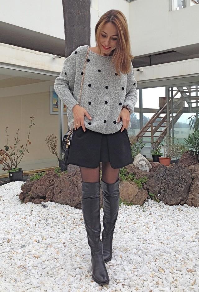 Как можно сочетать юбку короткую и вязанный свитер
