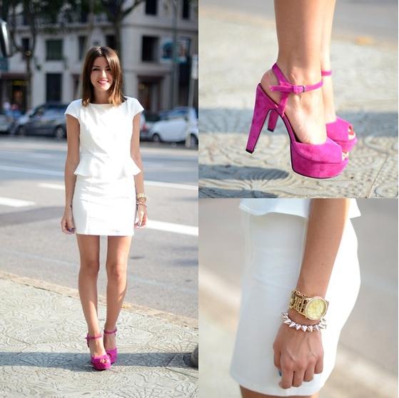 сочетание белого платья с розовыми туфлями