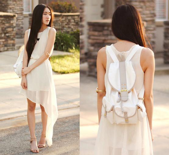 Светлое асимметричное платье и рюкзак