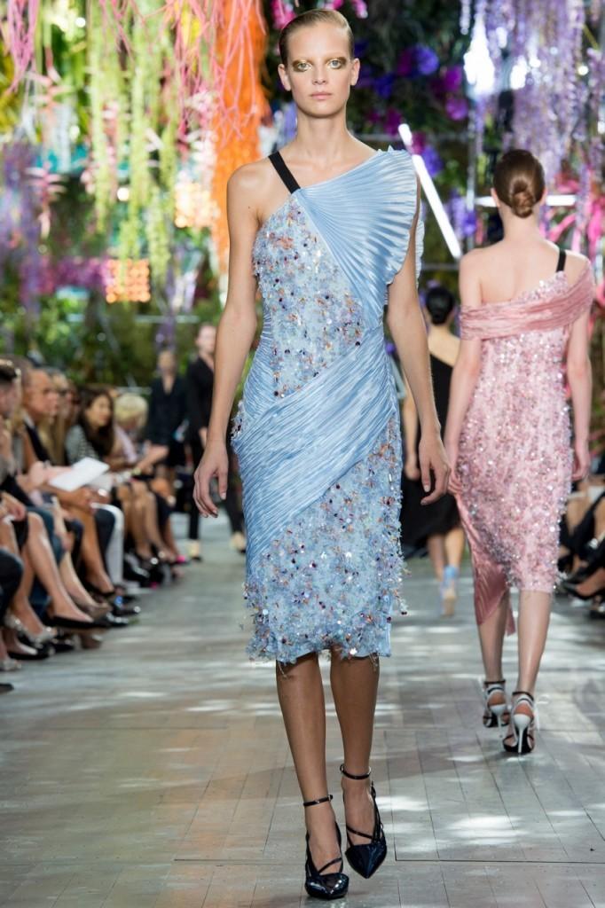 Christian Dior с чем носить голубое платье