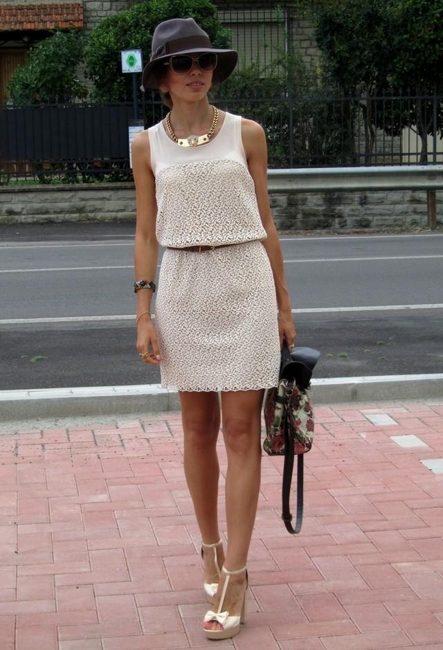 фото с чем носят бежевое светлое платье