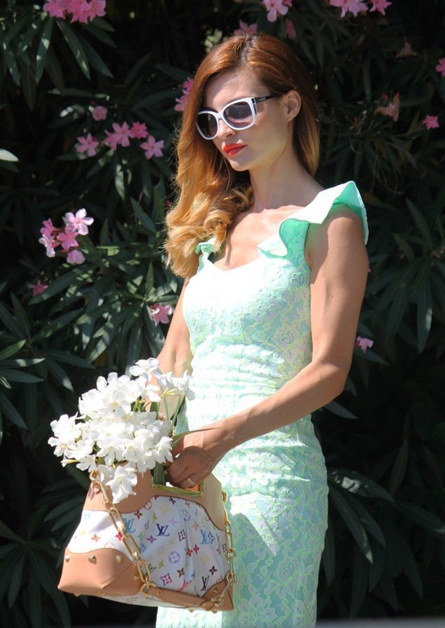 Как носить светло салатовое платье
