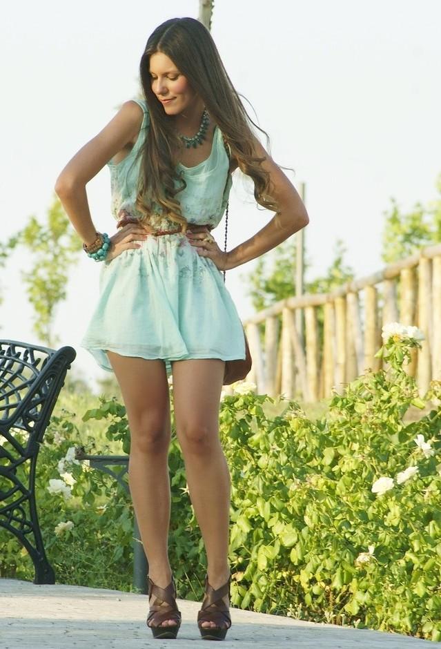 Мятное мини платье